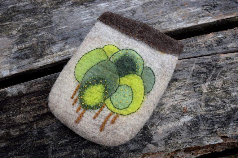 Fali puffancs gyapjúból és faágból – Nemezötletek